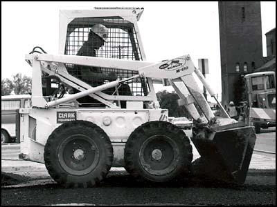 В 1968 году компания Мелроу выпустила модель M-600 погрузчика с грузоподъёмностью 1000 фунтов (455 кг). Более совершенная [610-яk модель появилась почти случайно
